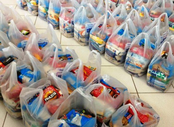 Por 3 meses, 94 famílias atendidas pela CAF receberão doações de cestas básicas